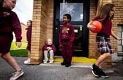 عکس | گوشهگیری دانشآموز سرطانی در مدرسه در عکس روز نشنال جئوگرافیک