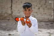 تصاویر | توزیع بستههای غذایی و لوازمالتحریر در سیستان و بلوچستان