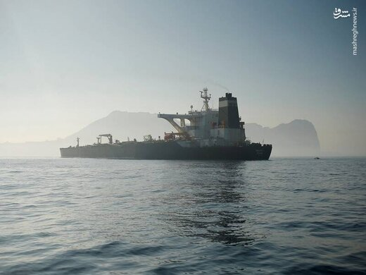 نفتکش آدریان دریا در تنگه جبلالطارق