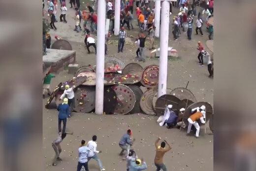 فیلم | جشنواره عجیب پرتاب سنگ در هند که 100 زخمی برجای گذاشت!