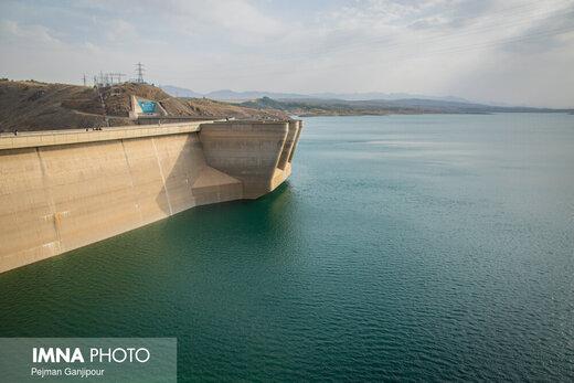روزانه 6 میلیون متر مکعب از آب پشت سد زایندهرود کسر میشود