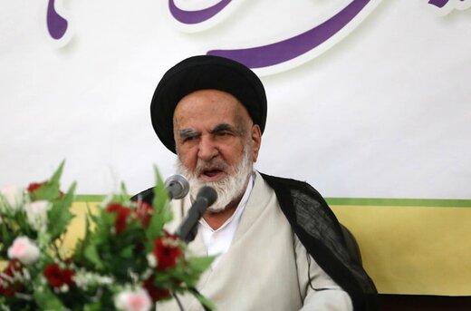 عضو جامعه مدرسین: آیتالله یزدی هر روز با یک نفر درمیافتد، دیروز هاشمی امروز آملی لاریجانی/ اگر رهبری یک نفر فدایی داشته باشد آقای روحانی است