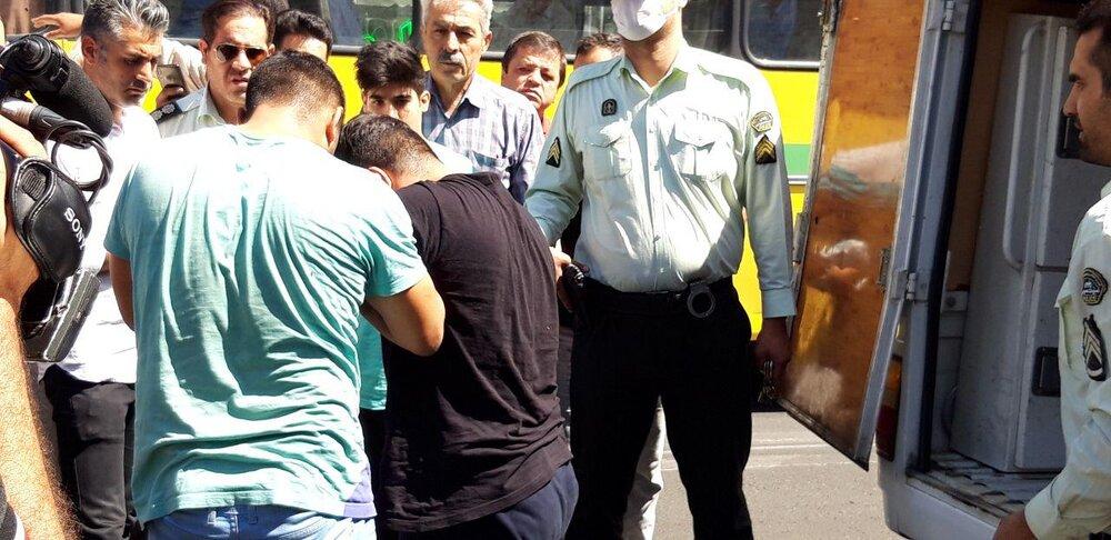 گنده لاتهای شمشیری کت بسته در خیابان گردانده شدند+ تصاویر