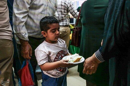 توزیع 80 کیلو کیک توسط سپاه حفاطت فرودگاه اهواز به مناسبت عید غدیر خم