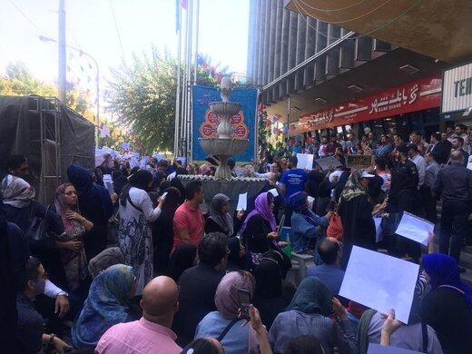 تجمع مردم و حامیان حیوانات در اعتراض به فیلم سگکشی