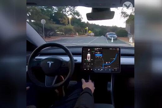 فیلم | این ماشین بدون راننده رانندگی میکند!