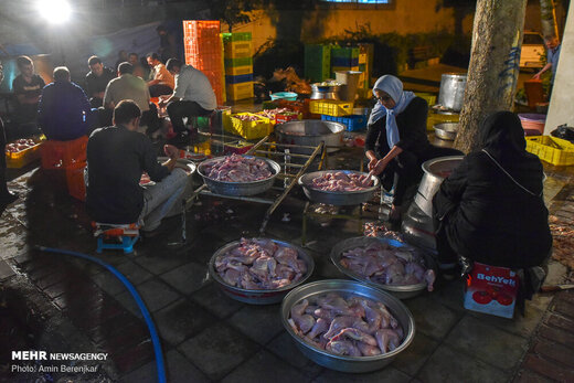 طبخ ۱۴ هزار پرس غذای نذری به مناسبت عید غدیر خم در شیراز