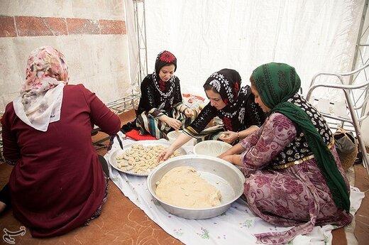اولین جشنواره میوه های بهشتی شهرستان دالاهو دیروز سه شنبه همزمان با عیدغدیرخم در سراب «شالان» برگزار شد