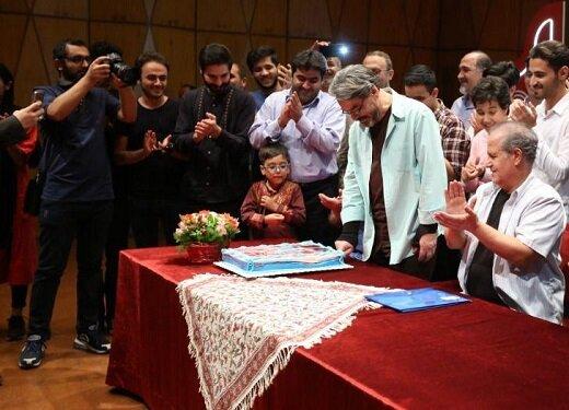 جشن تولد حسین علیزاده در جمع نوازندگان جوان/ عکس
