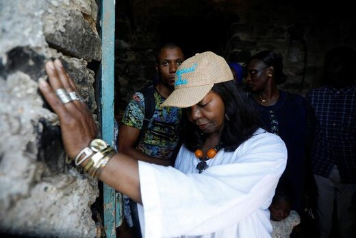 بازدید یک استاد آمریکایی از مکانهایی در جزیره گوره واقع در ساحل داکار سنگال