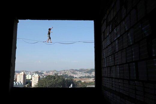 راه رفتن بر روی طناب متصل به یک ساختمان 14 طبقه ناتمام در شهر سائو برناردو دو کامپو برزیل