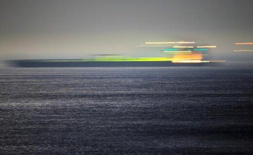 نفتکش ایرانی آدریان دریا که قبلا «گریس ۱» نام داشت پس از صدور حکم آزادی آن توسط  دادگاه عالی رسما حرکت خود به آبهای بینالمللی را آغاز کرد، این نفتکش چند هفته پیش توسط نیروی دریایی سلطنتی انگلیس در آبهای جبل الطارق توقیف شده بود