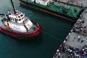 فیلم | ثبت رکورد با کشیدن قایق ۲۰۰ تنی با انگشت