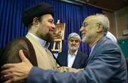 تصویری از خوش و بش سید حسن خمینی و معاون روحانی در حاشیه یک مراسم