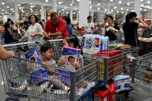 حضور مردم در هایپرمارکتی در حومه شهر شانگهای چین