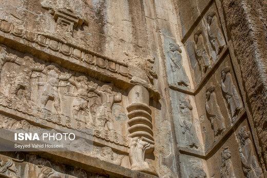 بخشی از ورودی کاخ ملکه که باستانشناسان آن را بازسازی کردهاند، اما  همین فضای بازسازی شده نیز، وضعیت چندان مناسبی ندارد