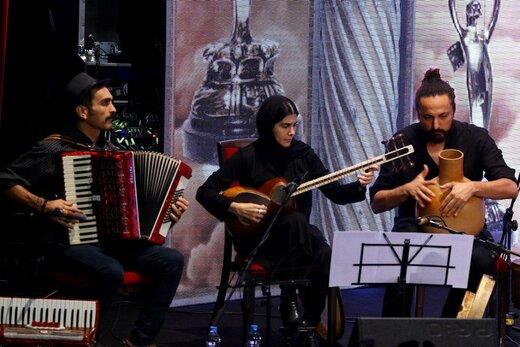 گروه موسیقی حاضر در صحنه بیست و یکمین جشن سینمای ایران