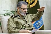 فرمانده کل ارتش: یک روز اماکن حیاتی کشور هدف بمب و موشک بود، امروز امید و انگیزه جوانان/دشمن به دنبال سوءاستفاده از مشکلات معیشتی مردم است