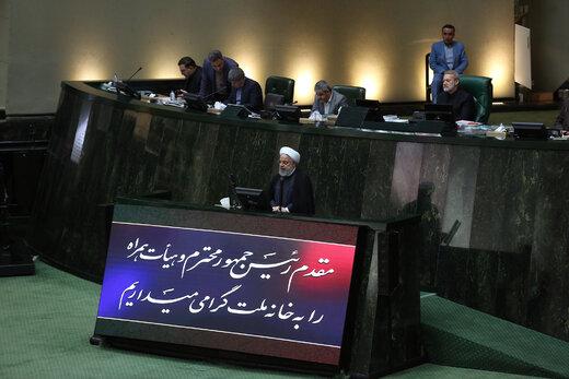 روحانی: چرا برخی حنجره خود را به برنامه دشمن عاریه می دهند؟