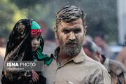 تصاویر | «گل مالی» مردم خرمآباد در روز عاشورا
