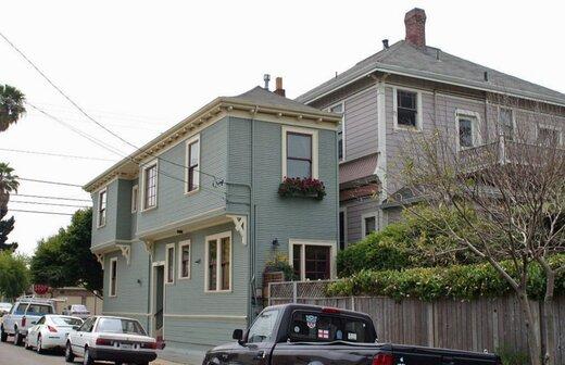 خانههایی که برای لجبازی  با همسایه ها ساخته شدند! / تصاویر