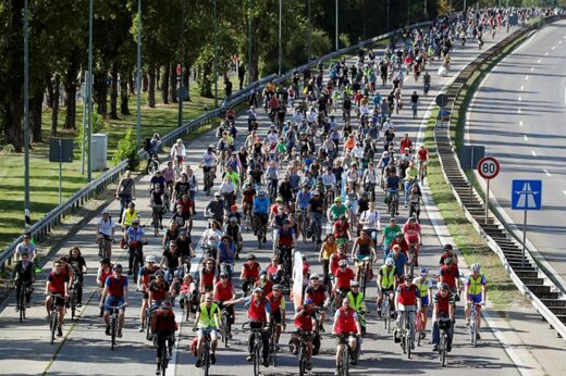 فیلم | دوچرخه سواران طرفدار محیط زیست اتوبانی را در آلمان بستند!