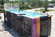 تصاویر | اتوبوسی که تبدیل به استخر شد