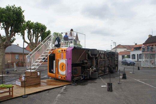 تبدیل شدن اتوبوس به استخر در فرانسه