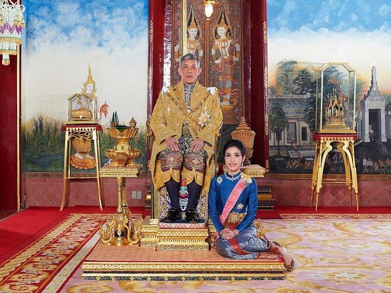 زندگی عجیب پادشاه تایلند/ از ازدواج با بادیگارد شخصی تا انتشار عکسی که سایت دربار را مسدود کرد