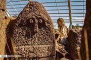تصاویر | نقش و نگار عجیب روی سنگ افراشتهها در مشگینشهر