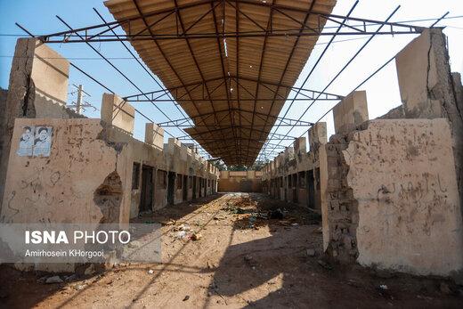 بازار محلی هرمز که قرار بوده مرکز خرید و بازدید برای گردشگران شود و به مرور زمان تخریب شده است