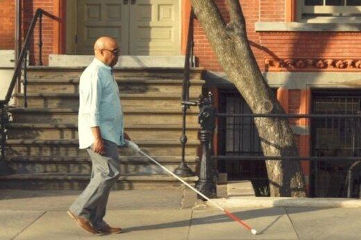 فیلم | عصای هوشمندی که زندگی اجتماعی نابینایان را متحول میکند
