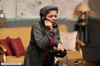 بلیت نیم بهای یک تئاتر برای دانشجویان