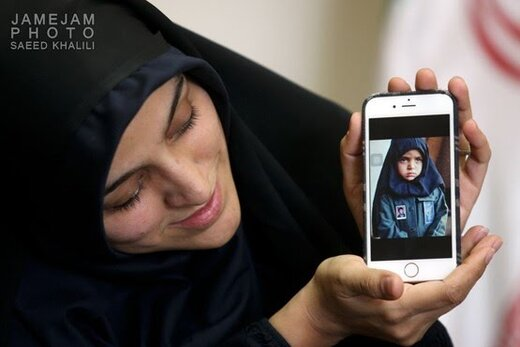 فیلم | روایت عکس معروف دختر شهید کاوه و نامههایی که زهرا دوست نداشت روی سن بخواند تا بقیه گریه کنند