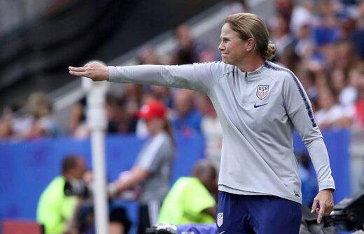 مورینیو جایزه بهترین سرمربی فوتبال زن را اهدا کرد