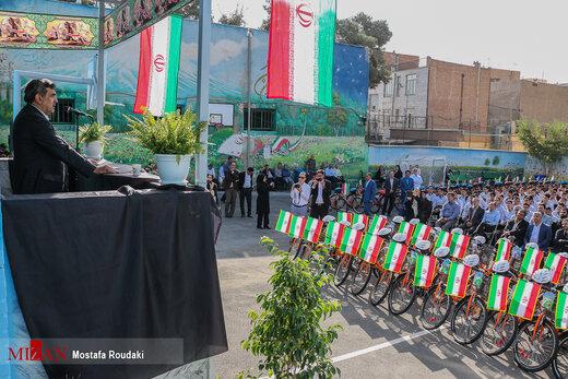 اجرای طرح پایلوت اعطای دوچرخه شهری و تحویل ۱۰۰ دستگاه دوچرخه به دانش آموزان