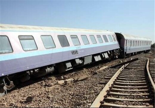 4 dead as train derails in SE Iran, dozens others injured
