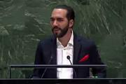 فیلم   لحظه سلفیگرفتن یک رئیسجمهور هنگام سخنرانی در سازمان ملل!