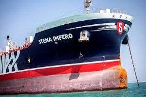 ناقلة النفط البريطانية تغادر بندرعباس الى المياه الدولية