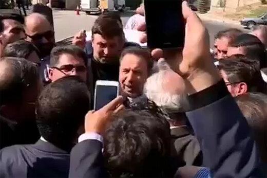 فیلم | حضور محمود واعظی در جمع استقبال کنندگان از رییس جمهور