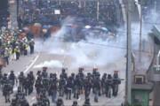 فیلم   استفاده پلیس هنگ کنگ از گاز اشکآور در مقابل طرفداران دموکراسی