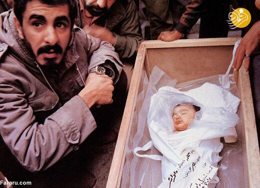 پیکر شهید نوزاد پس از بمباران هوایی اهواز