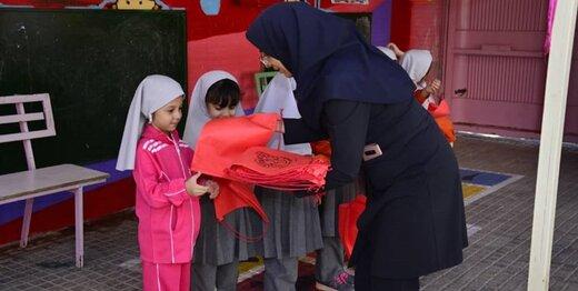 توزیع کیسه های پارچه ای ویژه تغدیه دانش آموزان در مدارس کرج