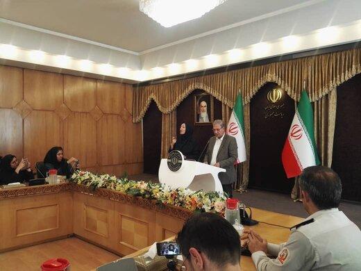 تصویری از اقدامی متفاوت در نشست هفتگی سخنگوی دولت