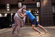 فیلم | رقابت تن به تن نواک جوکوویچ با کشتیگیر سومو