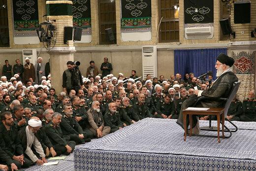 رهبر انقلاب: آمریکاییها برای دیدار با رئیسجمهور ما به التماس افتادند