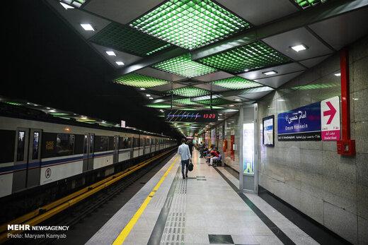 عده کثیری از شهروندان، بدون بلیط سوار مترو میشوند