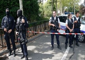 کشته شدن ۲ افسر پلیس فرانسه در حمله با سلاح سرد