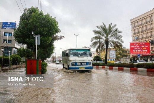 بارش شدید باران در بندرعباس آبگرفتگی معابر و قطع برق در پی داشت