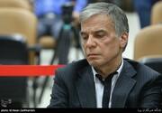 عباس ایروانی در وبسایت شخصی اش،خود را چگونه معرفی می کند؟/صاحب پارک آبی کیش،مالک شرکتهای قطعه سازی و...